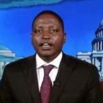 צפו: רייצ'ל מדו מראיינת את יוזם עונש המוות באוגנדה